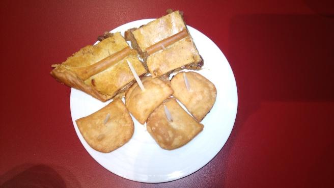 """Și mini """"empanadas"""" sau plăcinte spaniole."""